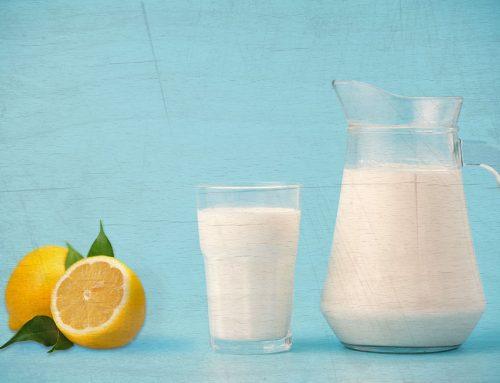 ¿Sabes qué pasa si mezclas leche con jugo de limón?